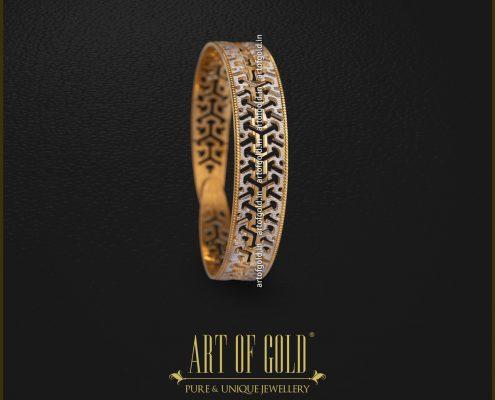 Designer Gold Clip Bangle